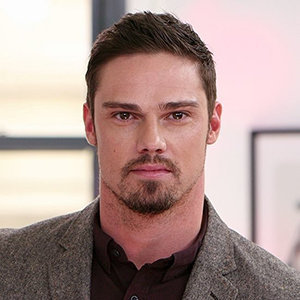 Jay Ryan Married, Wife, Girlfriend, Dating, Daughter, Family, Net Worth