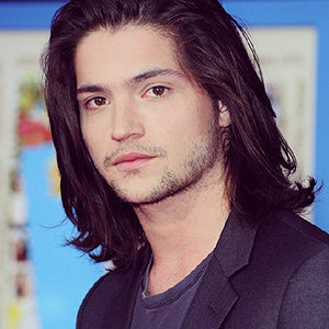 Thomas McDonell Girlfriend, Dating, Gay, Married, Wife, Family, Net Worth